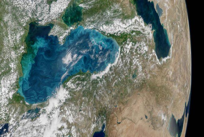 Защо морето е с тюркоазен цвят?