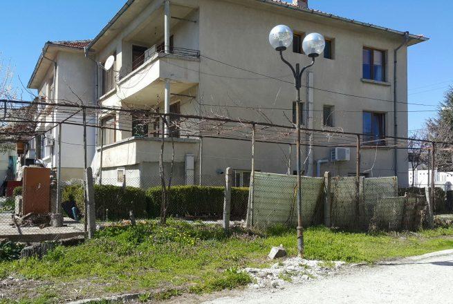 Продава се етаж от къща в Приморско