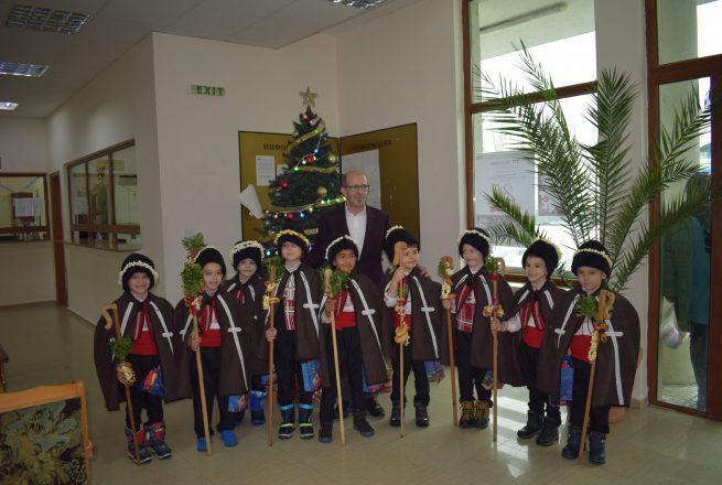 Малките коледари на Приморско с трогателен поздрав