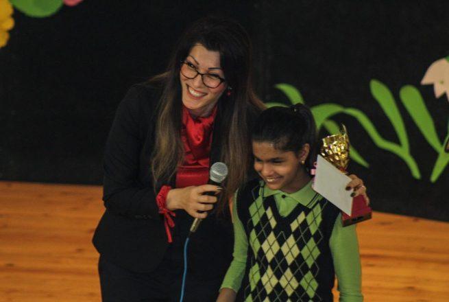 Незрящо момиче покори с таланта си публиката на благотворителен концерт в Приморско